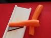 1 Zeler, mrkvu si očistíme a postrúhame na tenké plátky